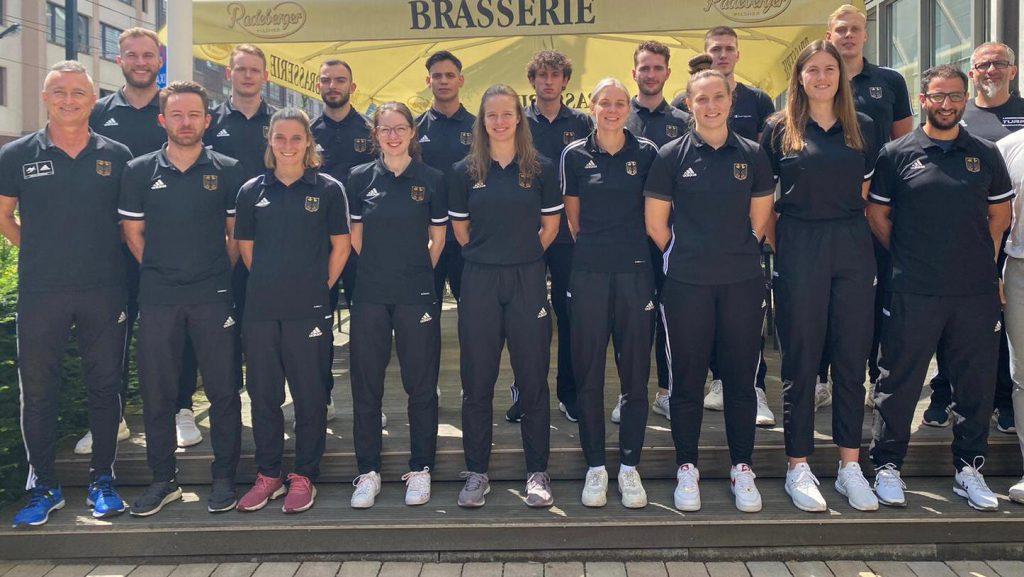 Damen und Herren Nationalmannschaft Chef Bundestrainer Georg Streif (vorne , 1 von links) Damen Bundestrainer Boris Winkler ( vorne, 2 von links) Bundesstützpunkttrainer Rafik Zohri ( vorne, 1 von rechts)